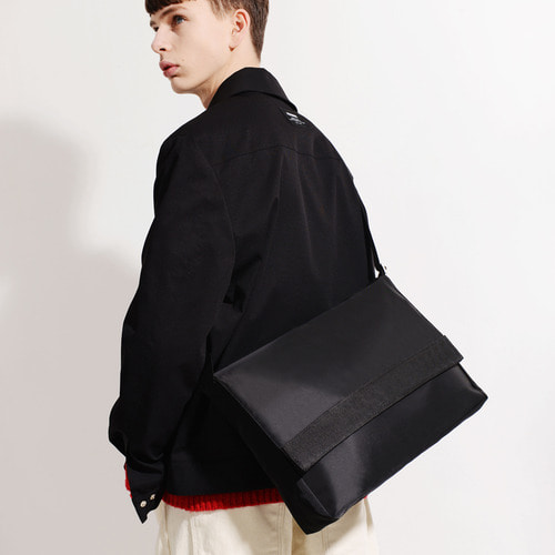 NYLON TWILL MESSENGER BAG (BLACK)